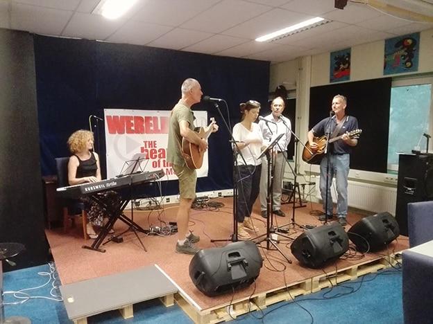 Live opname: In de Wereldstad radio Studio theatergroep Als de draak de kop op steekt